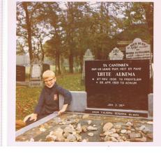 Alkema, Pake gravestone